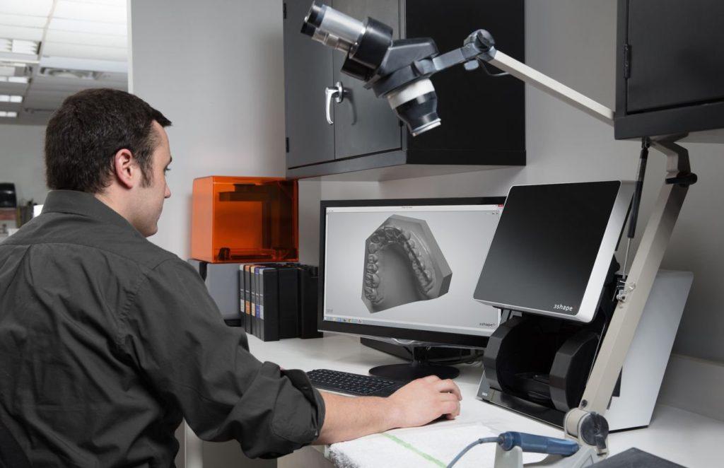 口腔デジタルデータを3DCADにインプットし設計 form3